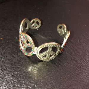 Jewelry - peace sign bracelet ✌🏼✌🏼